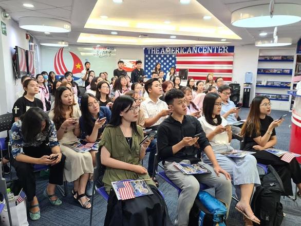 Người Mỹ ở Việt Nam hồi hộp chờ kết quả bầu cử tổng thống - Ảnh 4.