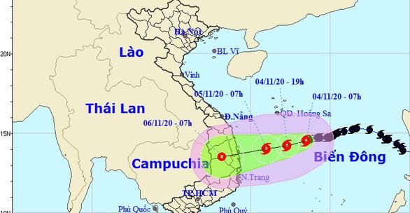Bão số 10 hướng vào Quảng Ngãi - Khánh Hòa, miền Trung mưa lớn từ đêm nay - Ảnh 1.