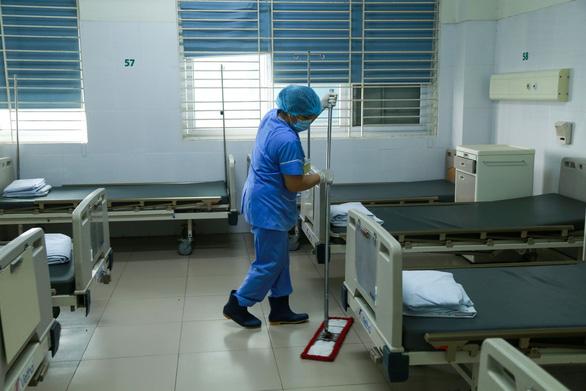 Hà Nội cách ly 2 nhân viên khách sạn tiếp xúc gần với bệnh nhân 1.203 - Ảnh 1.