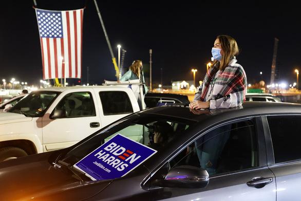 Ông Biden phát biểu tự tin chiến thắng giữa lúc kết quả bầu cử chưa ngã ngũ - Ảnh 1.
