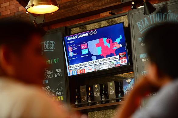 Người Mỹ ở Việt Nam hồi hộp chờ kết quả bầu cử tổng thống - Ảnh 2.