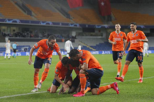 Man United thua sốc CLB của Thổ Nhĩ Kỳ ở Champions League - Ảnh 1.