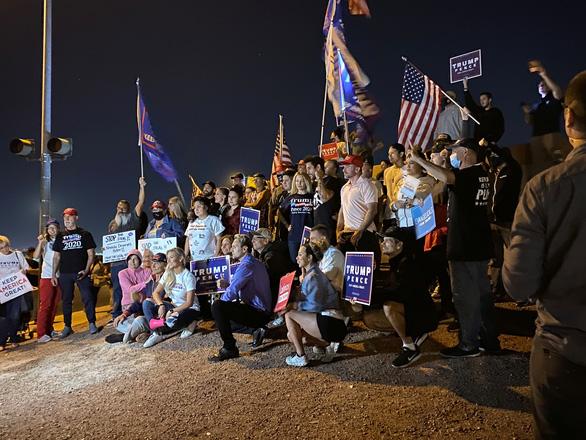 Chiến dịch tranh cử của ông Trump kiện bang Nevada gian lận phiếu bầu - Ảnh 1.
