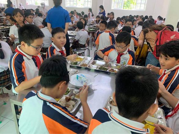 Yêu cầu giải quyết vụ bữa ăn bán trú ở Trường Trần Thị Bưởi ngay trong tuần - Ảnh 1.