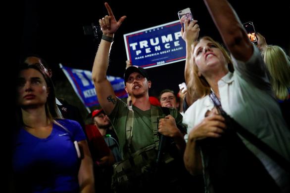Kiện tụng có giúp ông Trump lật ngược kết quả? - Ảnh 1.