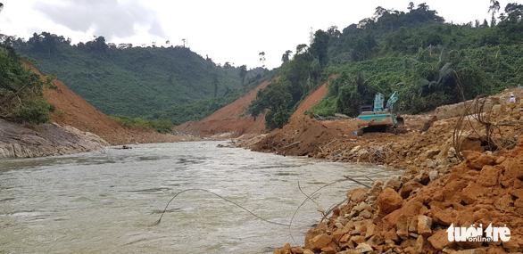 Bàn phương án nắn sông tìm người mất tích ở thủy điện Rào Trăng 3 - Ảnh 2.