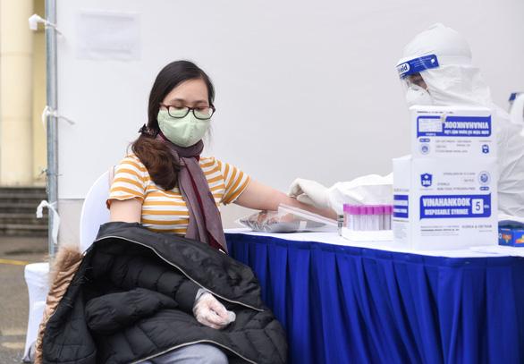 Yêu cầu TP.HCM, Hà Nội mở rộng khu cách ly tự nguyện tại khách sạn - Ảnh 1.