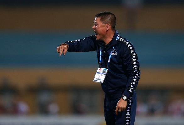 Chửi bậy trên sân, HLV Chu Đình Nghiêm bị cấm chỉ đạo 1 trận - Ảnh 1.