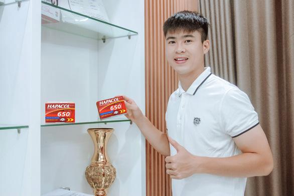 Cầu thủ Duy Mạnh, MC Hoài Anh 'hiến kế' khắc chế cơn đau khi làm việc - Ảnh 2.