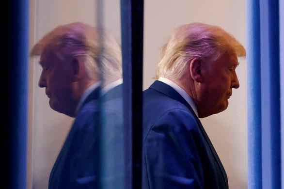 Chiến dịch của ông Biden nói ông Trump sẽ bị đuổi khỏi Nhà Trắng nếu không chịu thua - Ảnh 1.
