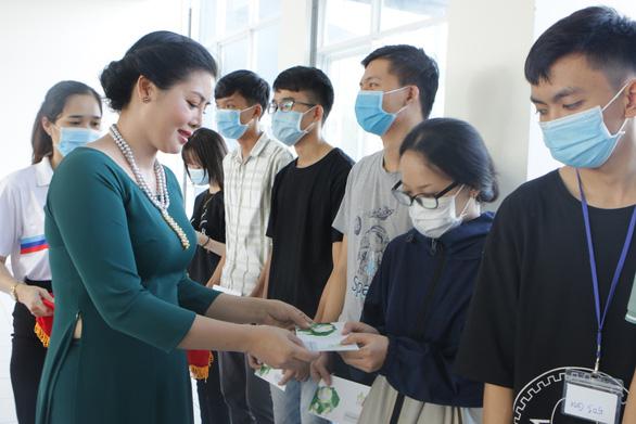 Nhiều hoạt động hỗ trợ sinh viên miền Trung bị ảnh hưởng bão lũ - Ảnh 1.
