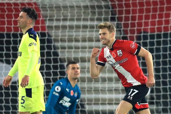 Điểm tin sáng 7-11: Southampton tạm vươn lên dẫn đầu Premier League - Ảnh 1.