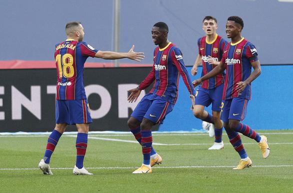 Vào sân từ băng ghế dự bị, Messi lập cú đúp giúp Barca đại thắng - Ảnh 2.