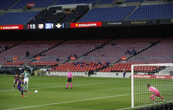 Vào sân từ băng ghế dự bị, Messi lập cú đúp giúp Barca đại thắng - Ảnh 5.