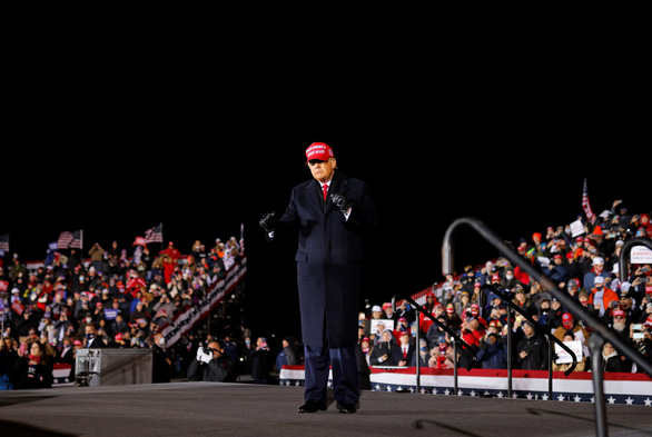 349/376 hạt có dịch bệnh COVID-19 nghiêm trọng nhất bầu cho ông Trump - Ảnh 1.
