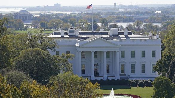 Nhà Trắng rất trống, u ám, còn ông Trump 'đang buồn rầu và hi vọng' - Ảnh 1.
