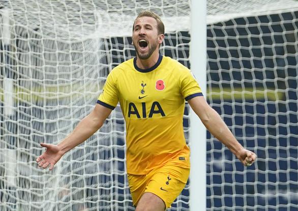 Harry Kane ghi bàn thứ 150, Tottenham vươn lên đầu bảng - Ảnh 1.