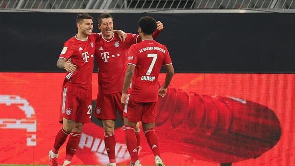 Bayern giành thắng lợi ở Siêu kinh điển nước Đức sau cơn mưa bàn thắng - Ảnh 2.