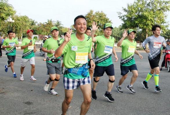 Hơn 7.000 vận động viên chạy marathon 'chống biến đổi khí hậu' - Ảnh 1.