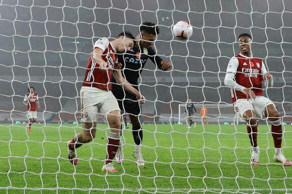 Saka đốt lưới nhà mở màn đêm tan nát của Arsenal ở Emirates - Ảnh 2.