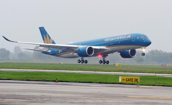 Tạm dừng khai thác 5 sân bay do ảnh hưởng bão số 12 - Ảnh 1.