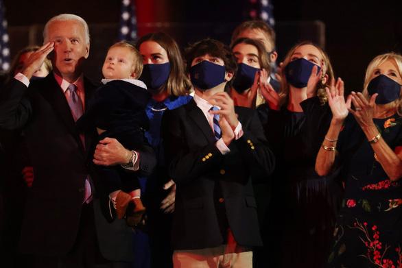 Bên ông Biden thúc giục chuyển giao quyền lực - Ảnh 1.