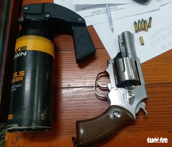 Bắt 2 tên trộm xe máy nổ súng bắn tổ trinh sát khi bị truy đuổi - Ảnh 2.