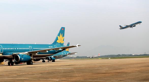 Máy bay từ Đà Nẵng đến Hà Nội vỡ đèn dẫn đường vì va phải chim - Ảnh 1.