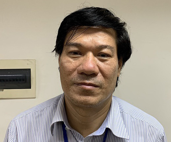 Cựu giám đốc CDC Hà Nội chủ mưu vụ nâng giá máy xét nghiệm COVID-19 - Ảnh 1.