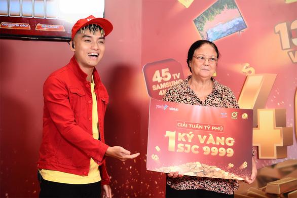 Khách hàng trúng 1kg vàng từ Mega1: Sẽ trích một phần may mắn cho bà con miền Trung - Ảnh 1.