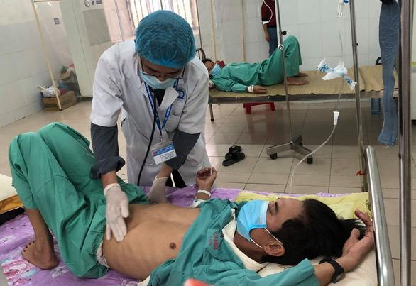 Bệnh viện Quảng Nam đang điều trị 10 người mắc bệnh Whitmore - Ảnh 1.