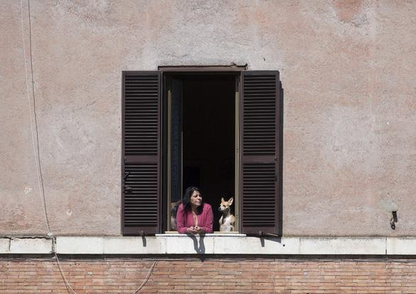 Vi phạm quy định cách ly ở nước ngoài: Bị phạt 5-10 năm tù, 600.000 euro - Ảnh 3.
