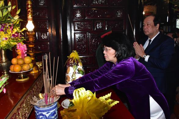 Dâng hoa, dâng hương kỷ niệm 100 năm ngày sinh cố Chủ tịch nước Lê Đức Anh - Ảnh 2.