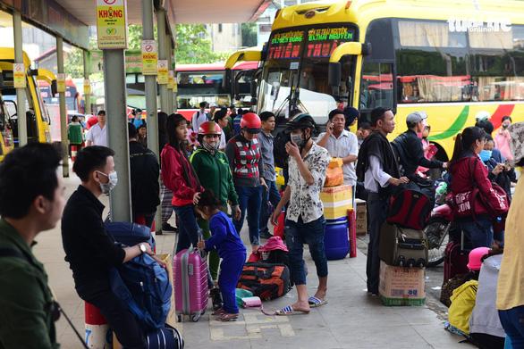 TP.HCM: Sở Giao thông vận tải yêu cầu khẩn phòng dịch COVID-19 ở bến xe, nhà ga… - Ảnh 1.