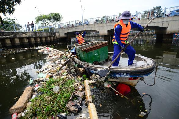 TP.HCM sau 2 năm vận động không xả rác: Xử phạt gần 20 tỉ đồng - Ảnh 1.