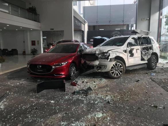 Khởi tố người phụ nữ lái ôtô lao vào showroom khiến 1 người chết - Ảnh 1.