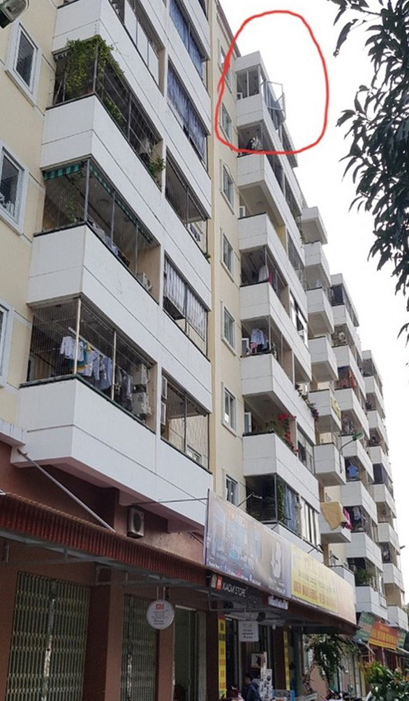 Bé trai 3 tuổi thoát chết sau khi rơi từ tầng 8 cao 25m xuống đất - Ảnh 2.