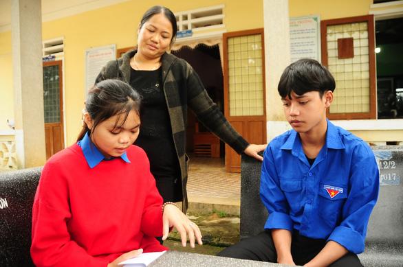 Ngôi trường cưu mang hàng chục học trò mồ côi - Ảnh 2.