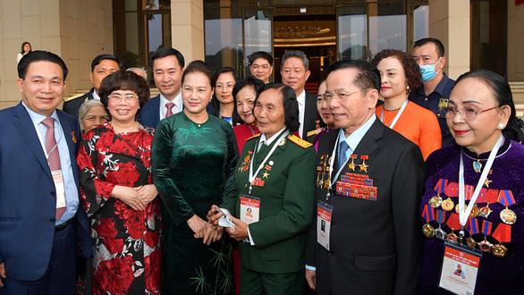 Đoàn đại biểu Đại hội Thi đua yêu nước vào lăng viếng Chủ tịch Hồ Chí Minh - Ảnh 1.