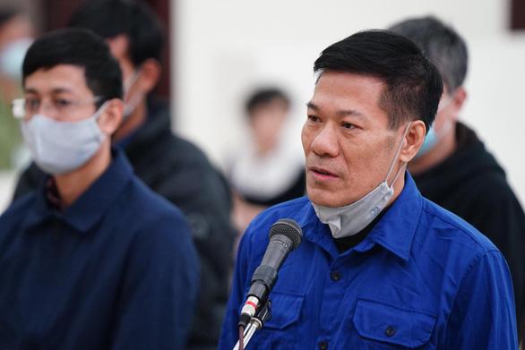 Cựu giám đốc CDC Hà Nội bị đề nghị 10-11 năm tù vì nâng khống giá máy xét nghiệm - Ảnh 1.