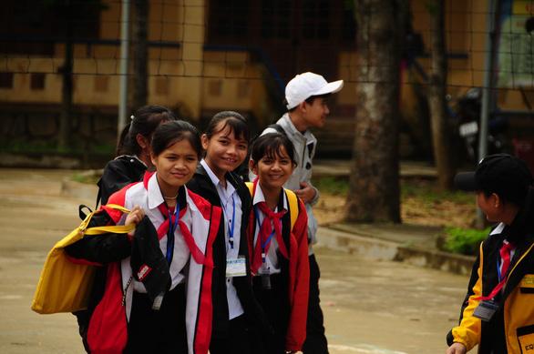 Ngôi trường cưu mang hàng chục học trò mồ côi - Ảnh 7.