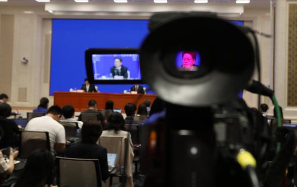 Trung Quốc bắt người của hãng tin Bloomberg vì nghi phá hoại an ninh quốc gia - Ảnh 1.