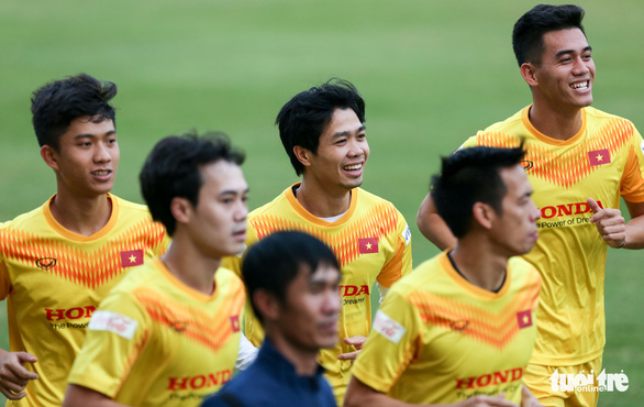 Quang Hải bị đau, bỏ dở buổi tập của tuyển Việt Nam - Ảnh 5.