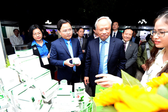 10 thanh niên nông thôn tiêu biểu nhận bằng khen của Thủ tướng - Ảnh 2.