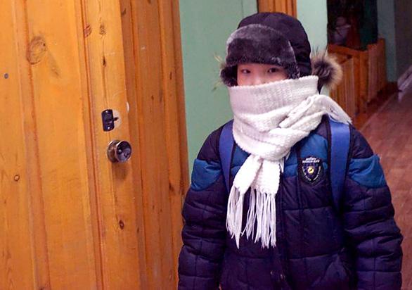 Trẻ em ở nơi lạnh nhất thế giới đi học trong băng giá -50 độ C - Ảnh 6.