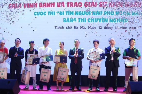 Vinh danh 10 Hoa Hồi Vàng - người nấu phở ngon năm 2020 - Ảnh 1.