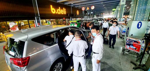 Chèo kéo khách, Avigo bị sân bay Tân Sơn Nhất tuýt còi tạm dừng hoạt động - Ảnh 1.