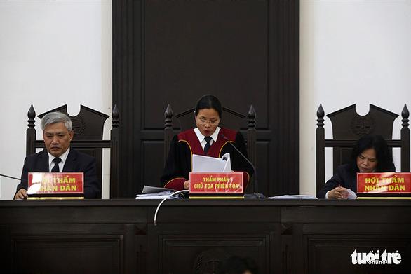 Cựu giám đốc CDC Hà Nội lãnh 10 năm tù vì nâng khống giá máy xét nghiệm - Ảnh 2.