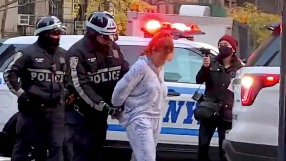 Tông xe vào đám đông biểu tình ở New York, nhiều người bị thương - Ảnh 1.