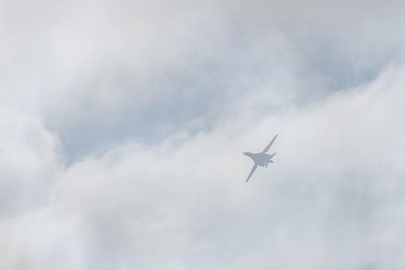 Oanh tạc cơ, chiến đấu cơ tàng hình của Mỹ đến Biển Đông thử lửa - Ảnh 2.